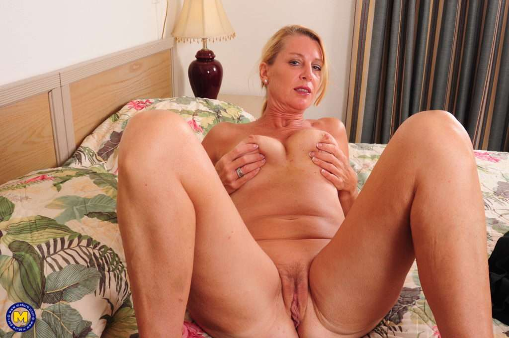 Naughty American Housewife Playing In Her Hotelroom With Her Pussy A Mature.nl