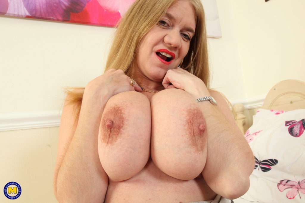 Big Breasted Housewife Lily May Playing With Herself At Mature.nl