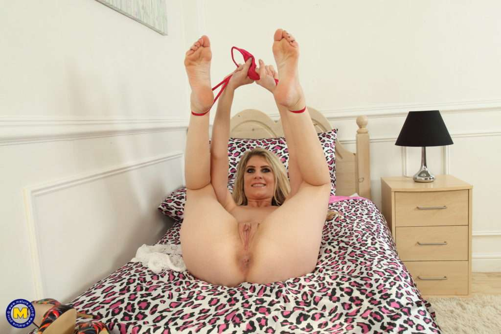 This Horny Mom Loves Playing With Herself At Mature.nl