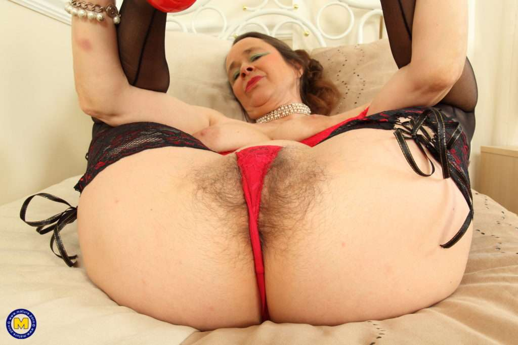 Horny British Housewife Josie Playing With Her Hairy Pussy At Mature.nl