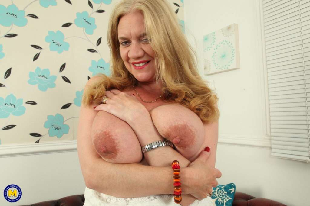 Big Breasted Lily May Playing With Herself At Mature.nl