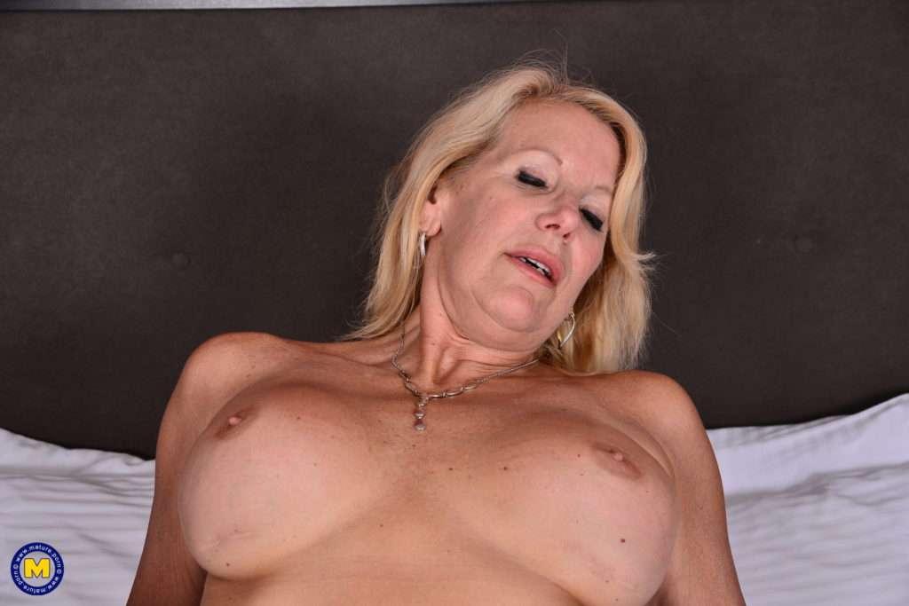 British Cougar Bianca Having Great Interracial Sex At Mature.nl