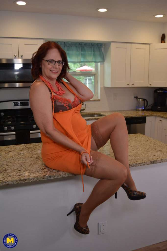 American Housewife Playing In The Kitchen At Mature.nl