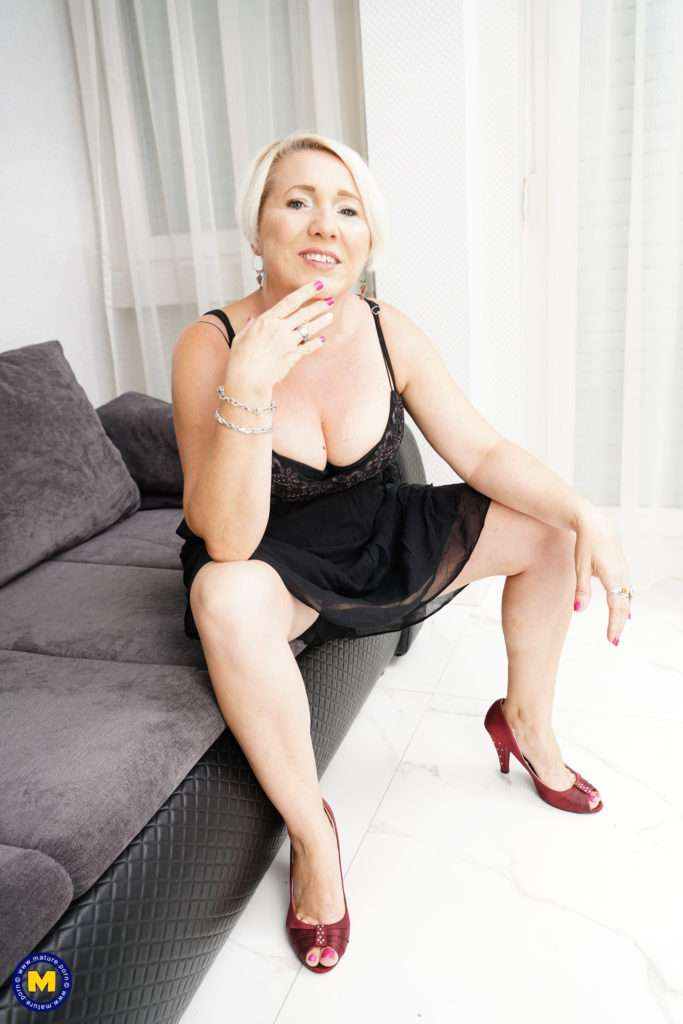 Naughty Housewife Doing Her Horny Toy Boy At Mature.nl