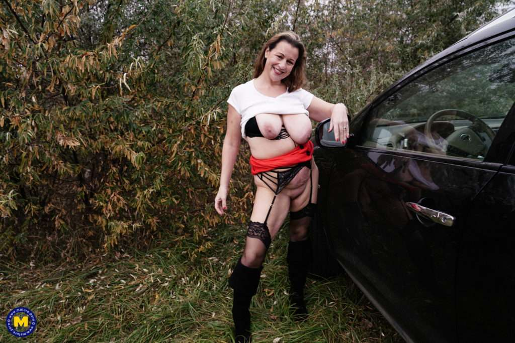 Naughty Eva Jayne Getting Four Guys To Please Her Outside At Mature.nl