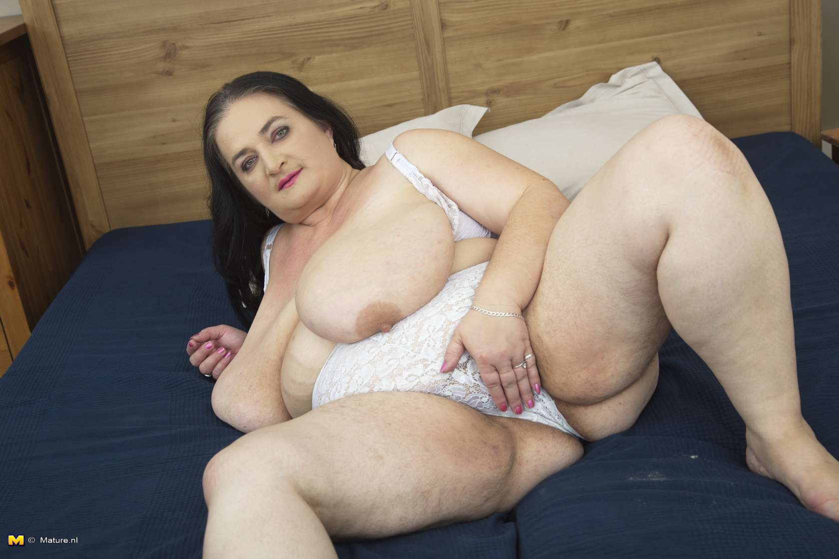 Huge Breasted Mature Lady Playing With Her Pussy At Mature.nl
