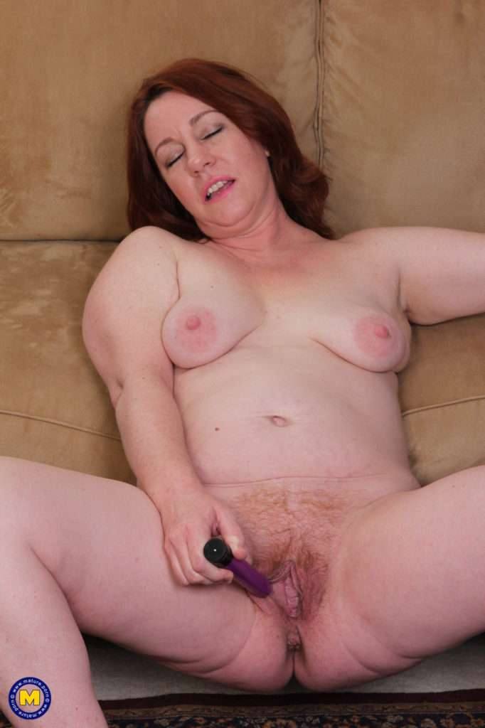 Naughty American Cougar Playing With Her Unshaved Pussy At Mature.nl