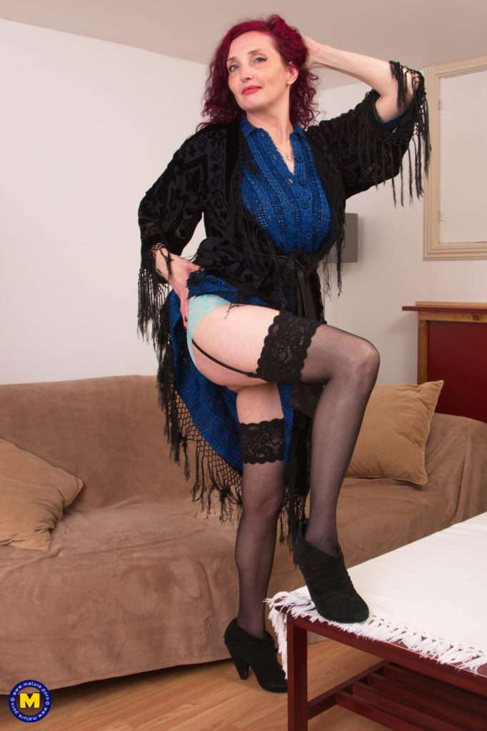 Horny Red Cougar Zinnia Blue Playing With Her Perfect Body At Mature.nl