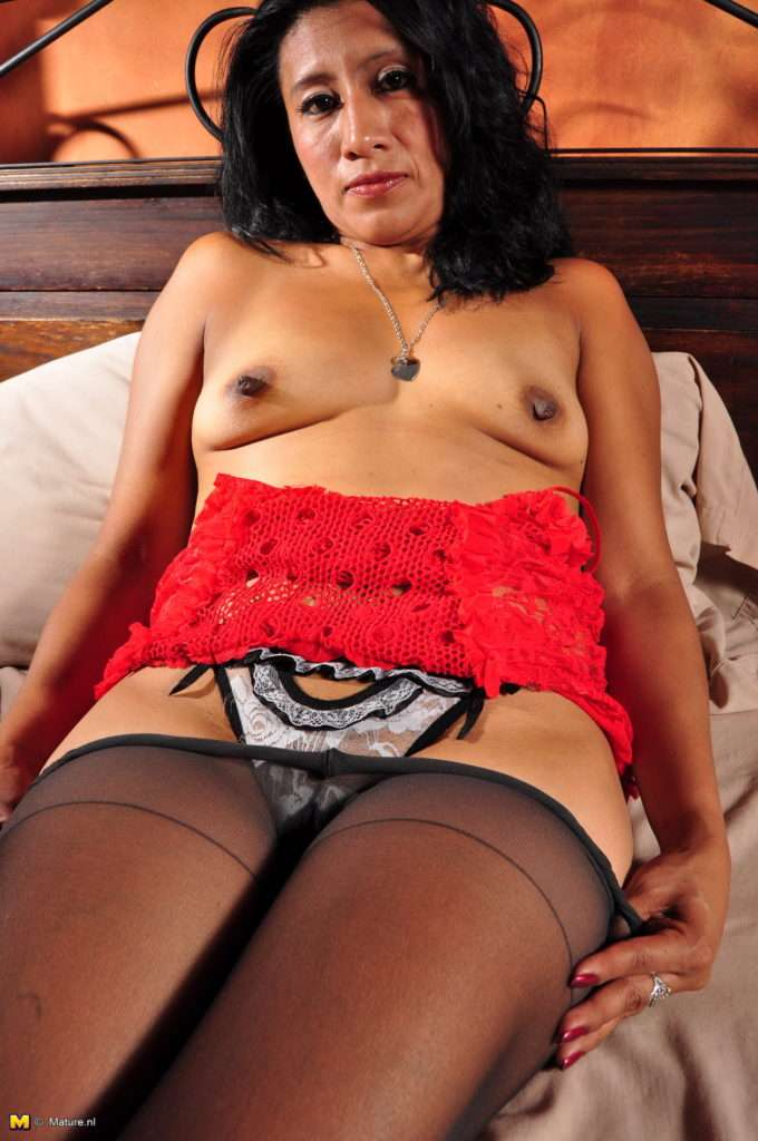 Naughty Latin Milf With Large Nipples Playing With Her Pussy At Mature.nl
