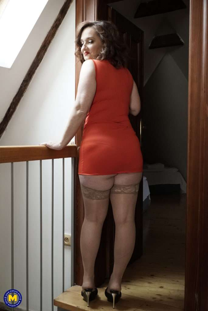 Big Breasted Milf Playing With Her Pussy In The Hallway At Mature.nl