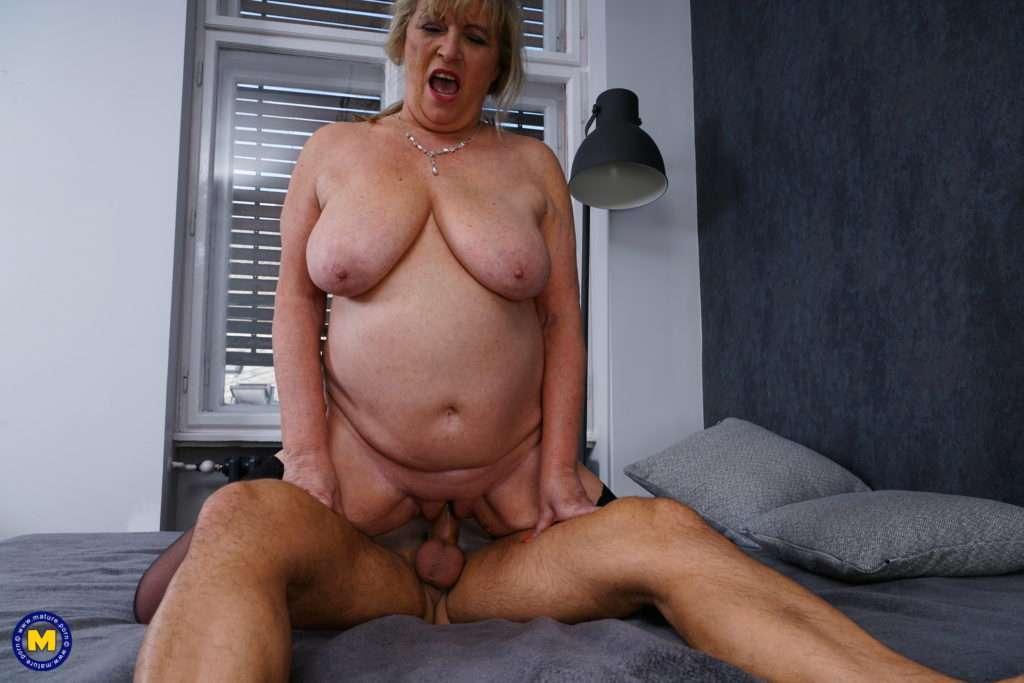 This Naughty Cougar Loves To Suck And Fuck A Hard Throbbing Cock At Mature.nl