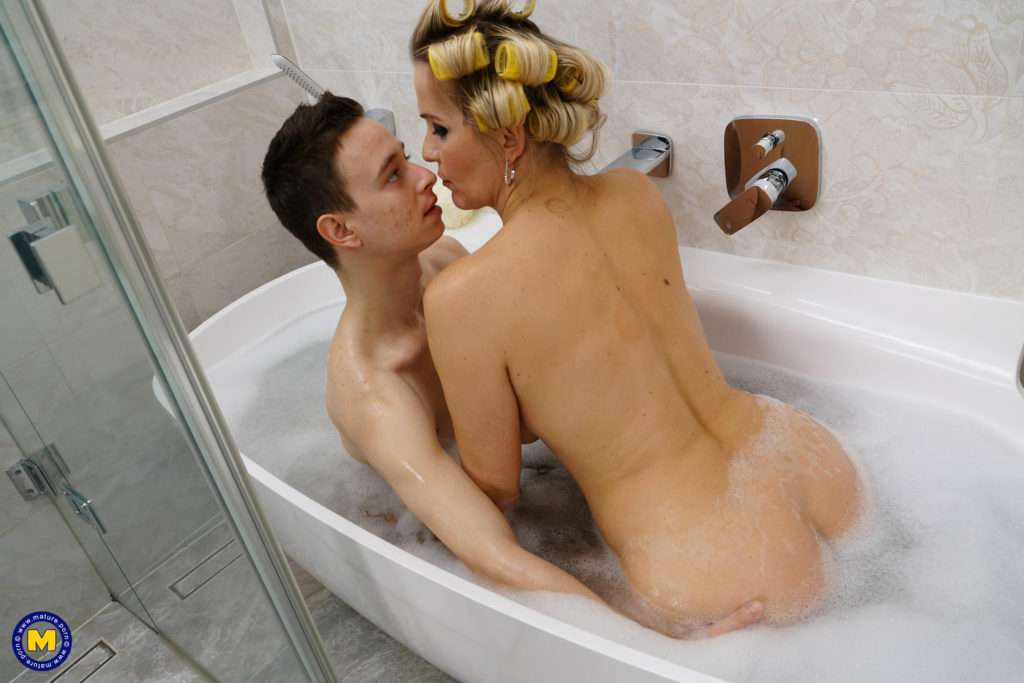 Hot Milf Catches A Toy Boy Taking A Bath And Decides To Join Him At Mature.nl