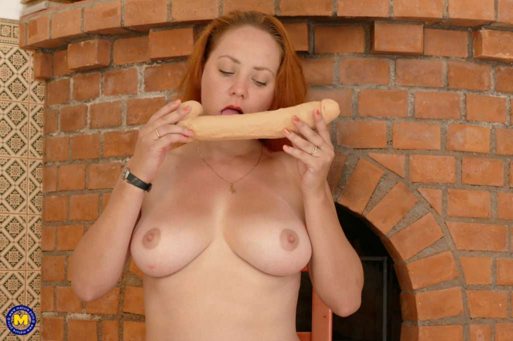 Naughty Red Housewife Playing With Herself At Mature.nl