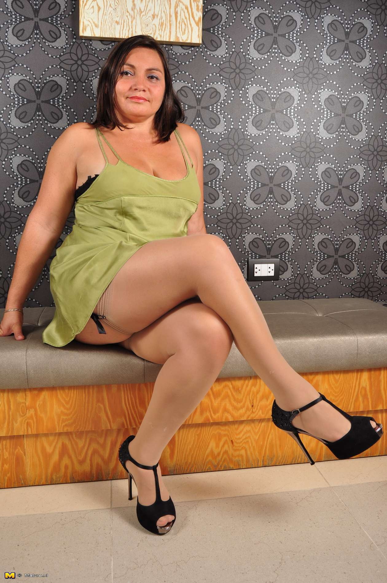 Latin Mature Alison Loves To Suck And Ride A Hard Cock At Mature.nl