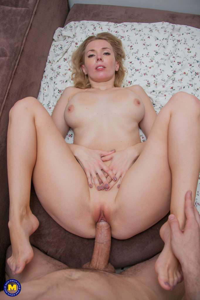 Hot Steamy Milf Riding And Sucking A Big Hard Cock At Mature.nl