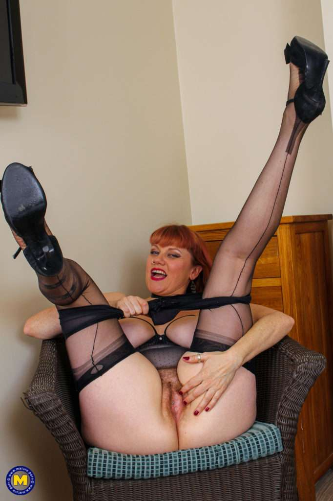 This Naughty Hairy Mom Loves Playing With Her Pussy And Toy At Mature.nl