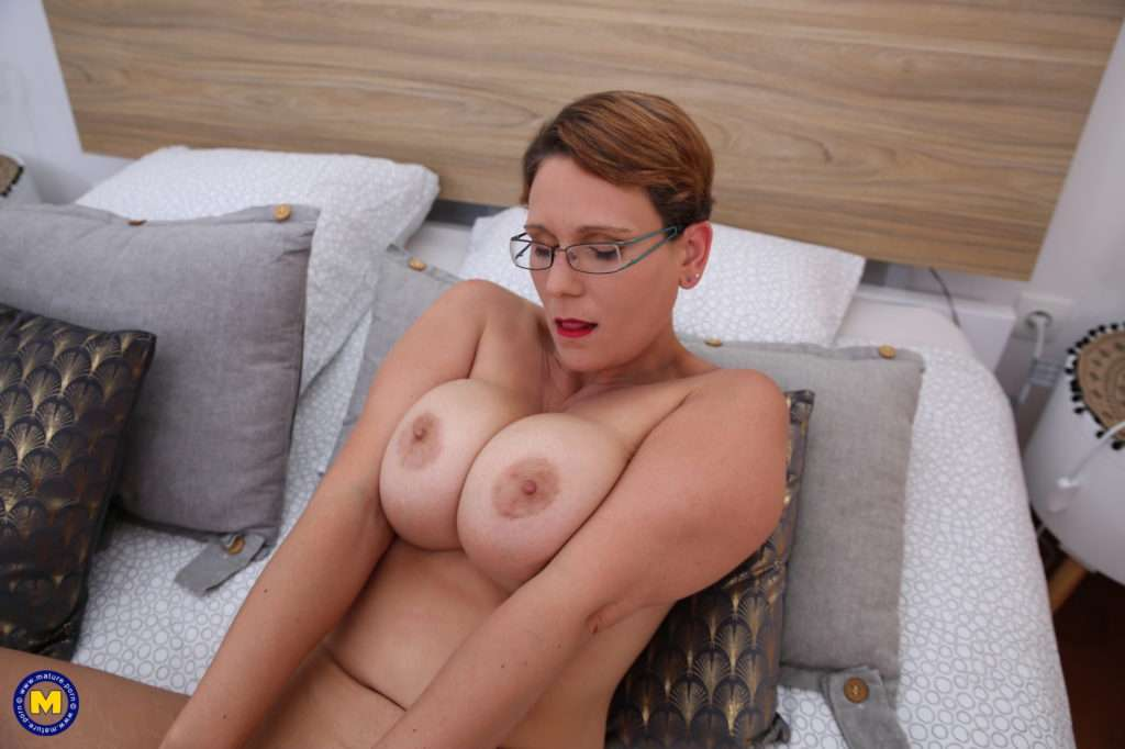 Beautiful Curved Big Breasted Mature Nympho Playing With Her Shaved Pussy At Mature.nl