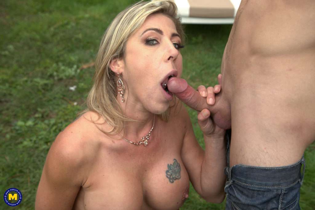 This Hot Milf Is Fucking And Sucking Her Gardner Toy Boy At Mature.nl