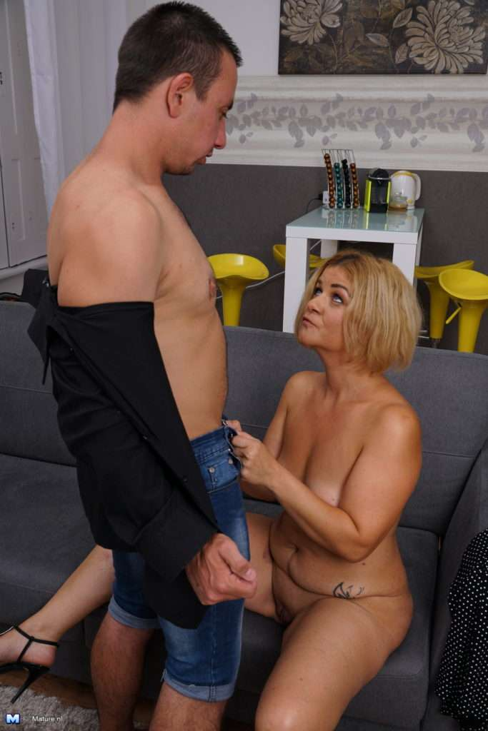 This Housewife Loves Playing With Her Toy Boy At Mature.nl