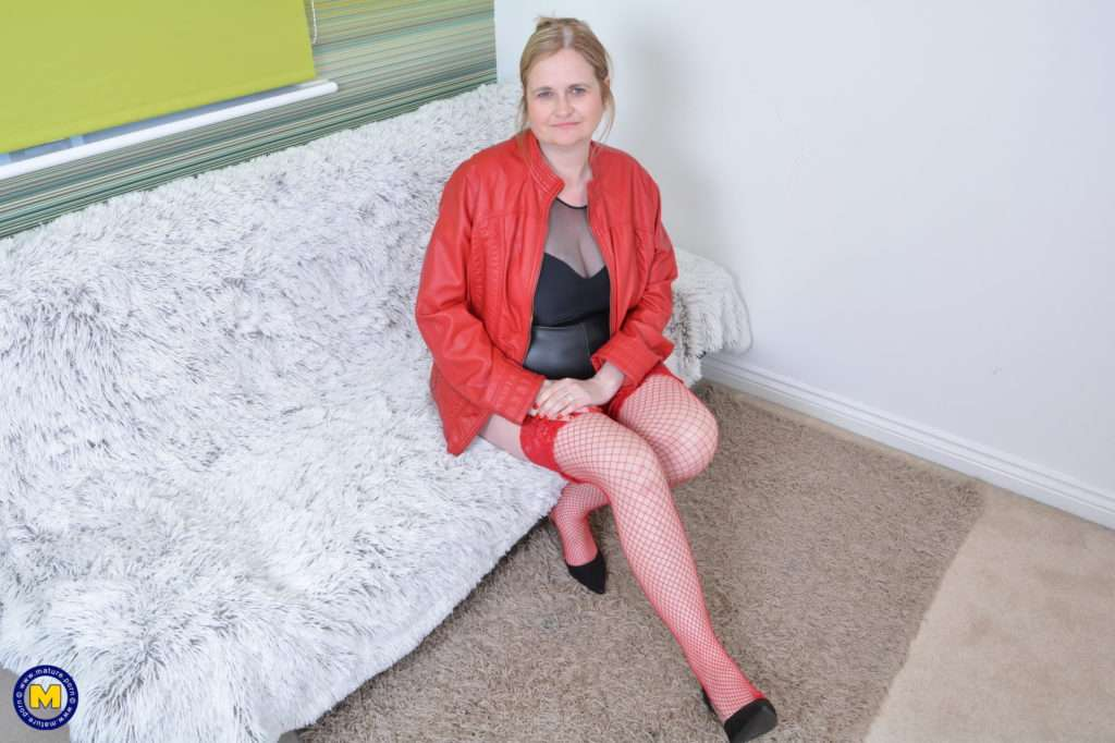 Naughty Chubby Mature Lady Playing With Her Nice Boobs At Mature.nl