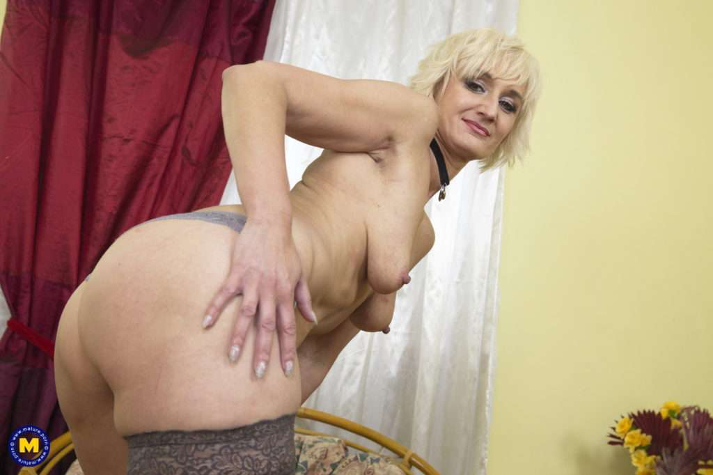 This Horny Housewife Loves To Play With Her Wet Pussy At Mature.nl
