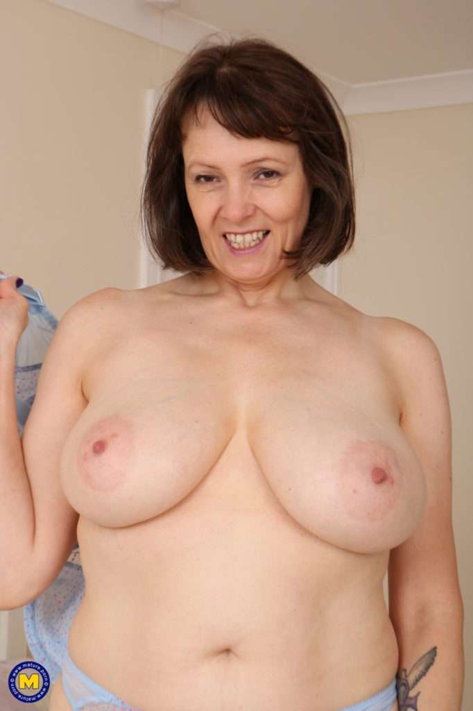 Big Breasted Housewife Getting Wet And Wild At Mature.nl