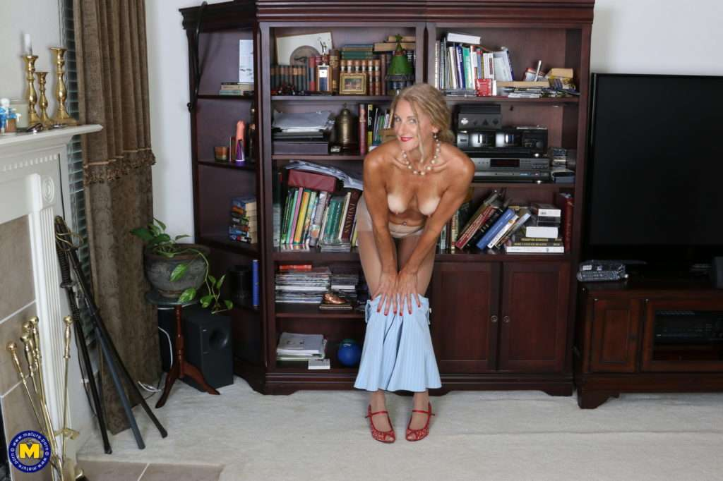 Naughty American Housewife Goes All The Way In The Studyroom At Mature.nl