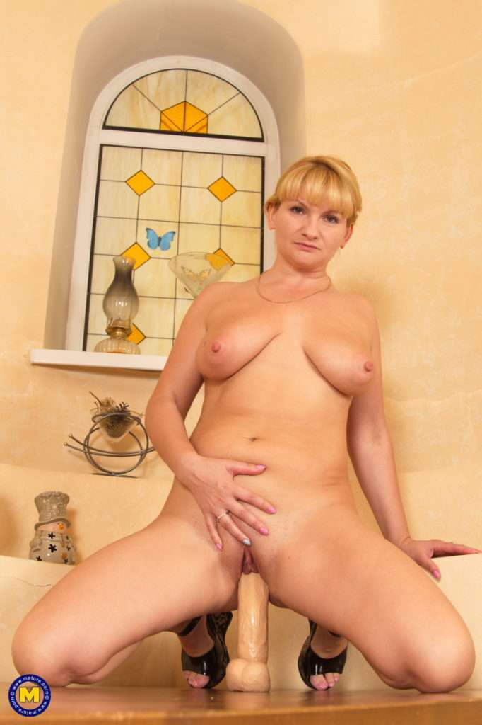 Naughty Housewife And Her Big Dildo At Mature.nl