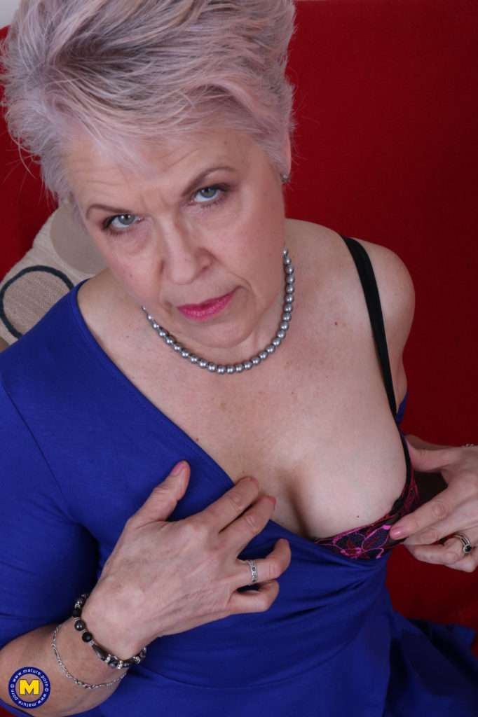 Mature Lady Sextasy Getting Naked For Some Fun At Mature.nl