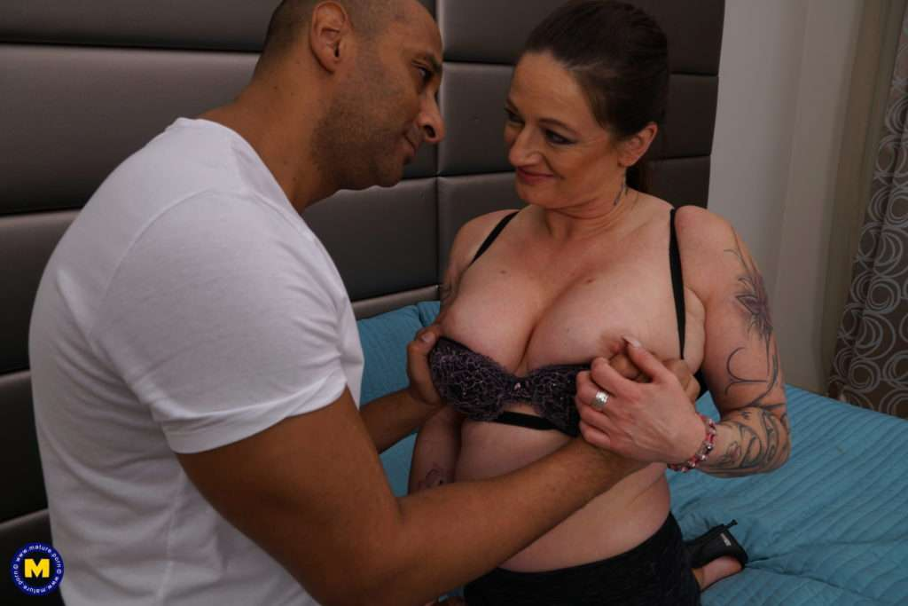 This Housewife Goes Interracial At Mature.nl