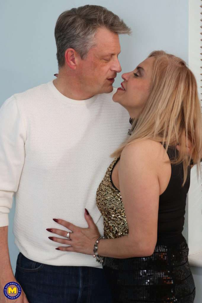 Naughty British Housewife Loves Fucking And Sucking At Mature.nl