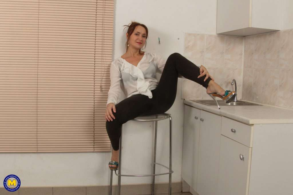 Naughty Unshaved Housewife Getting Wet In Her Kitchen At Mature.nl