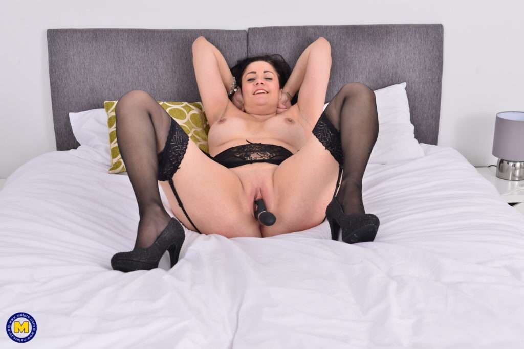Naughty British Housewife Is Getting Ready For Bed At Mature.nl