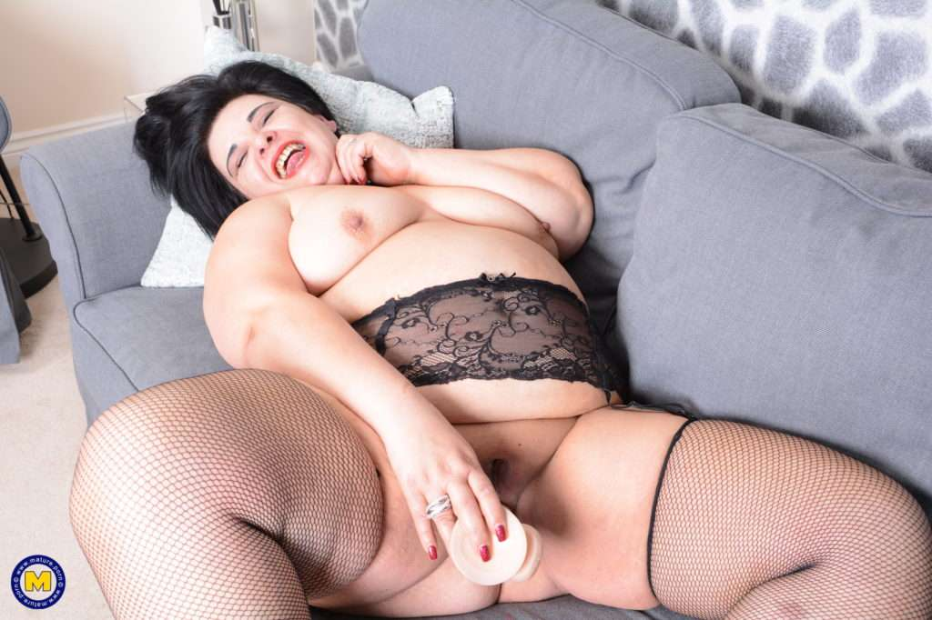 Naughty Big Curvy Lady Loves To Play Alone At Mature.nl