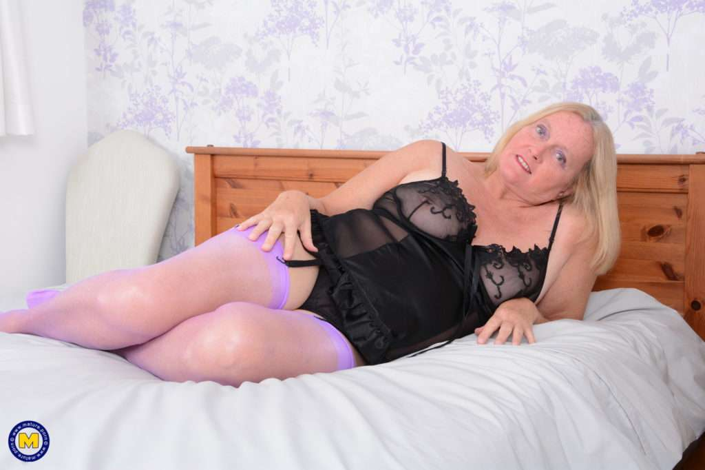Naughty British Mature Lady Playing With Herself At Mature.nl