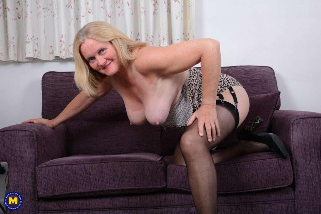 This British Mature Lady Loves To Fool Around At Mature.nl