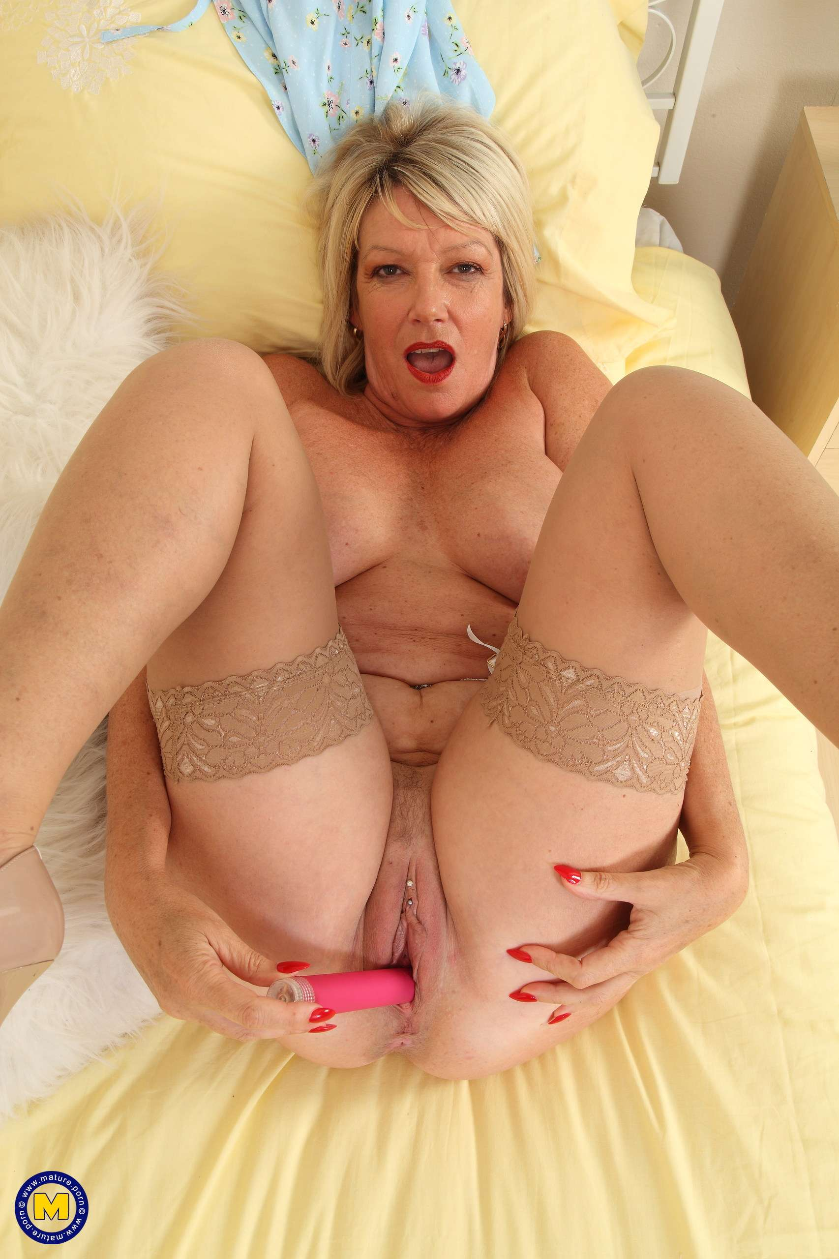 Naughty British cougar Amy plays with her wet pussy
