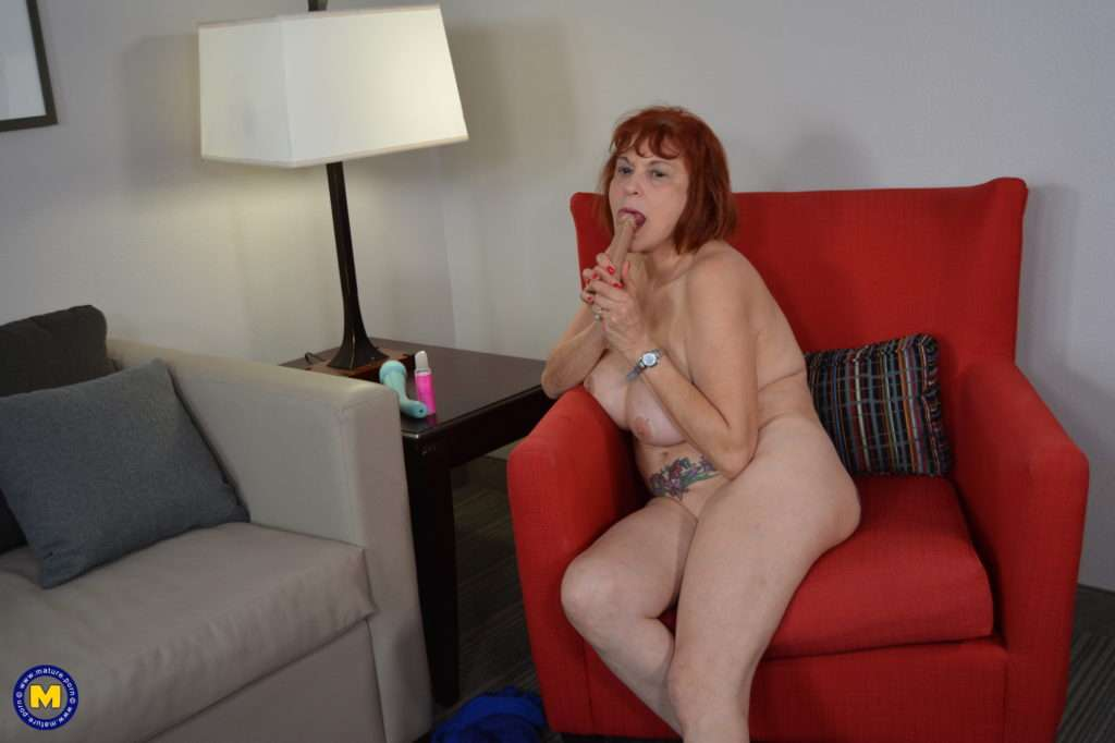 American Mature Lady Playing With All Of Her Toys At Mature.nl