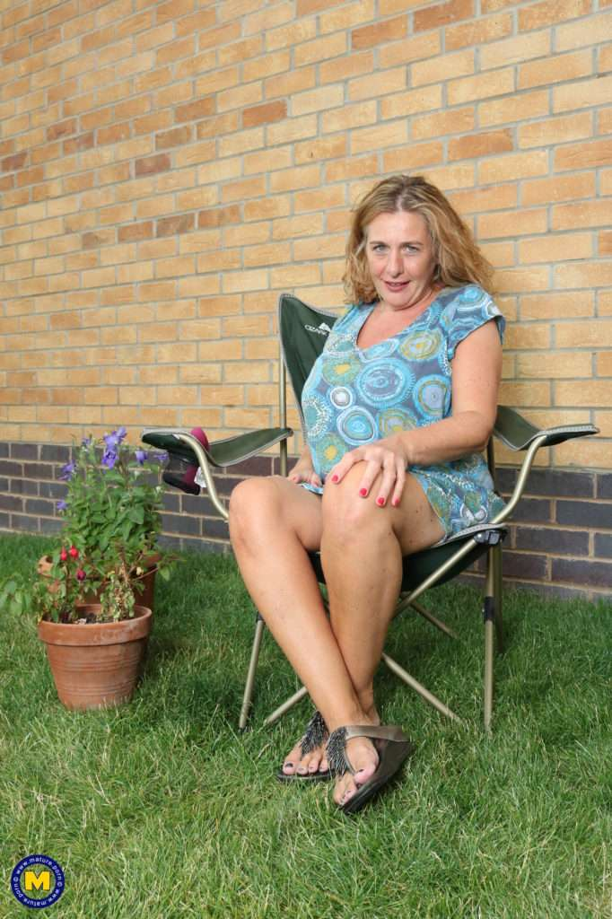 Naughty Camilla Gets Frisky In Her Garden At Mature.nl