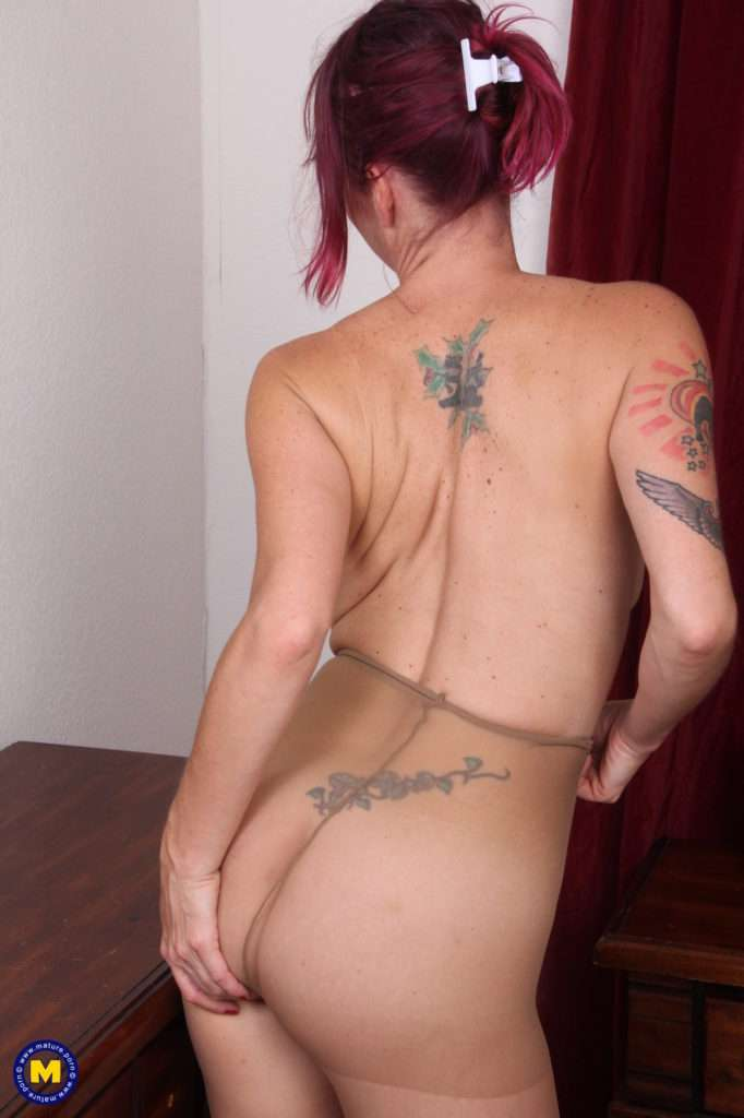 Naughty American Lady Enjoying Herself After Work At Mature.nl