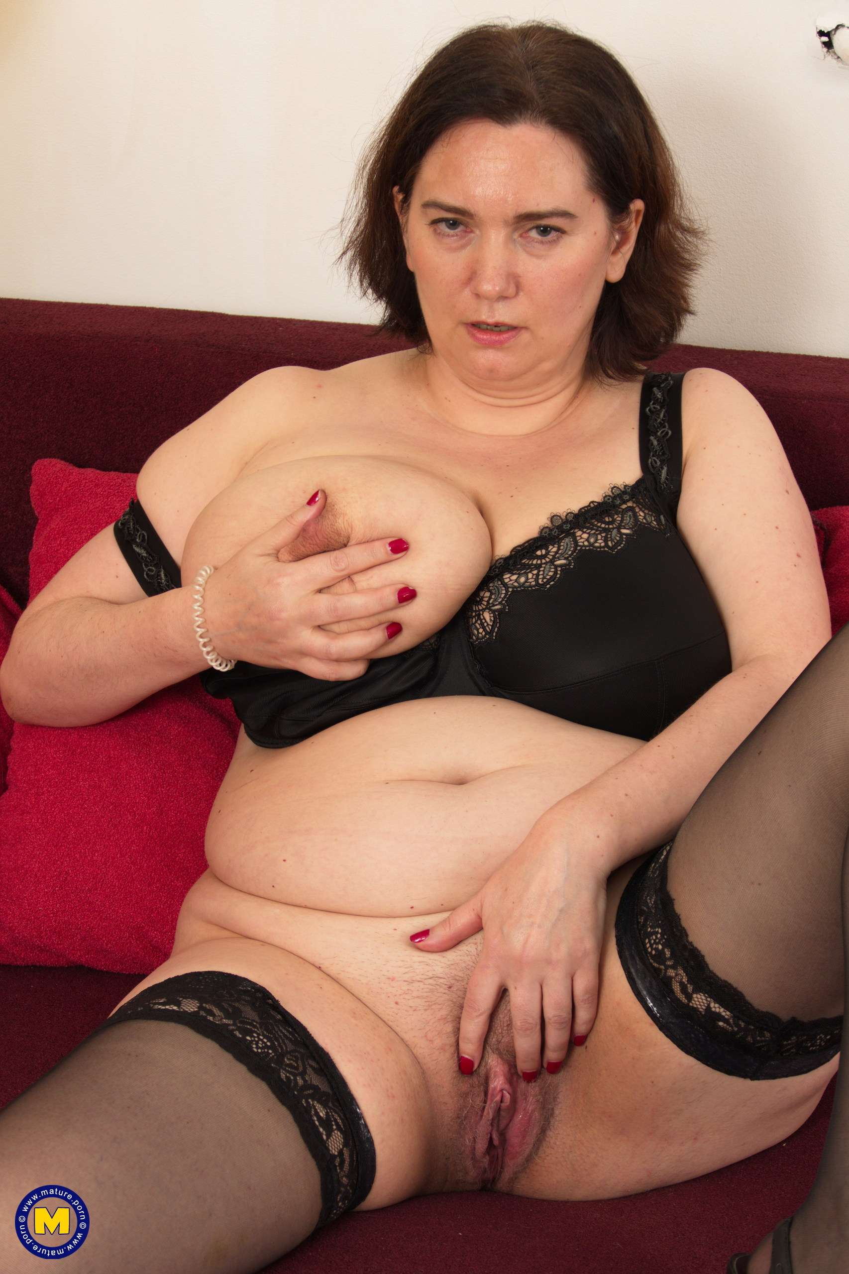 This curvy housewife loves to play alone