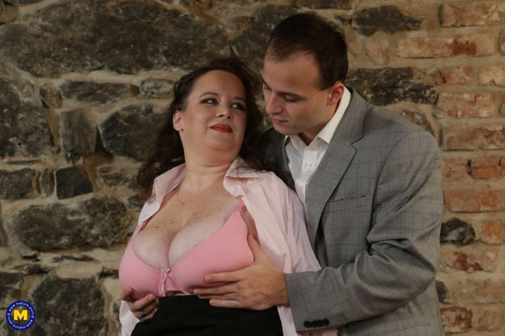 Curvy Mature Lady Having Fun With Her Toy Boy At Mature.nl