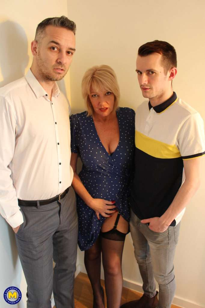Naughty Mature Amy Gets A Double Penetration From Two Younger Guys At Mature.nl
