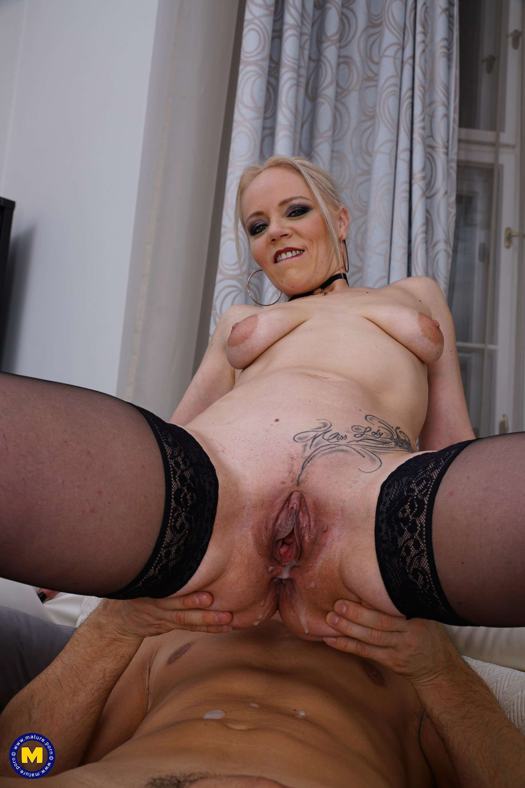 This hot mom goes anal and gets a warm creampie