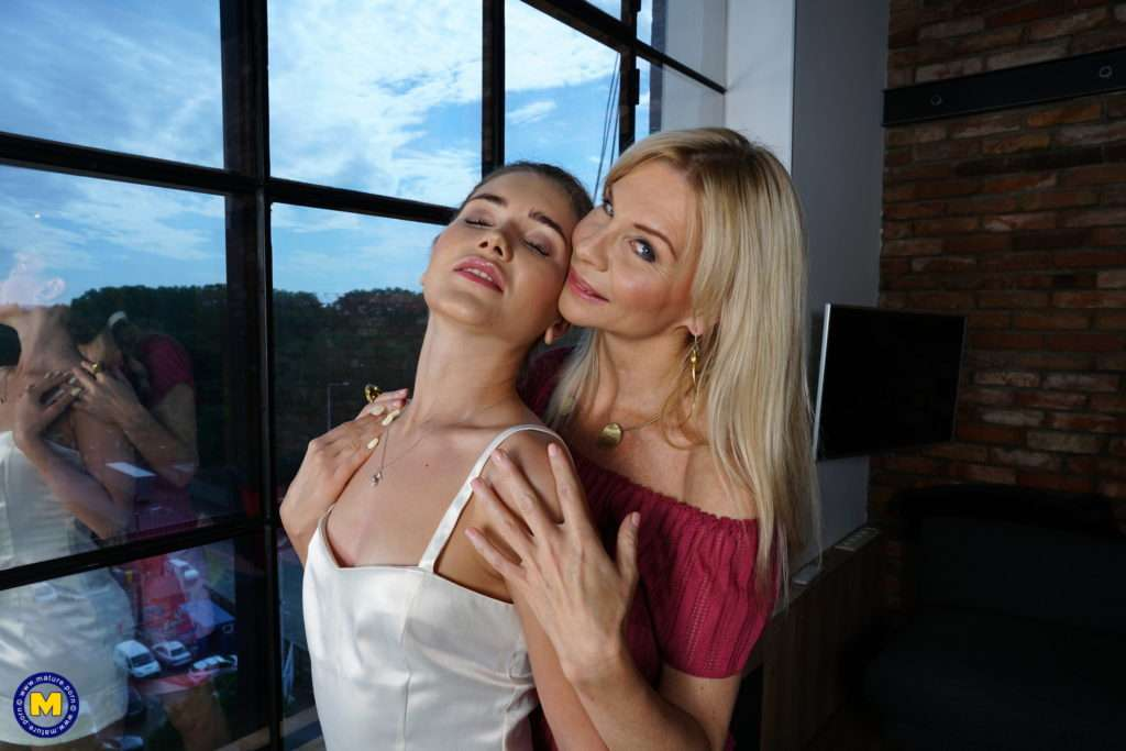 Hot Blonde Milf Taking On A Horny Lesbian Teeny Babe At Mature.nl