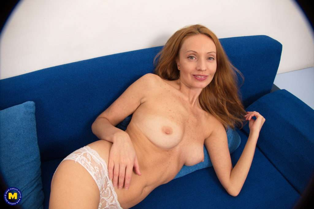 Naughty Skinny Milf Playing With Her Wet Pussy At Mature.nl