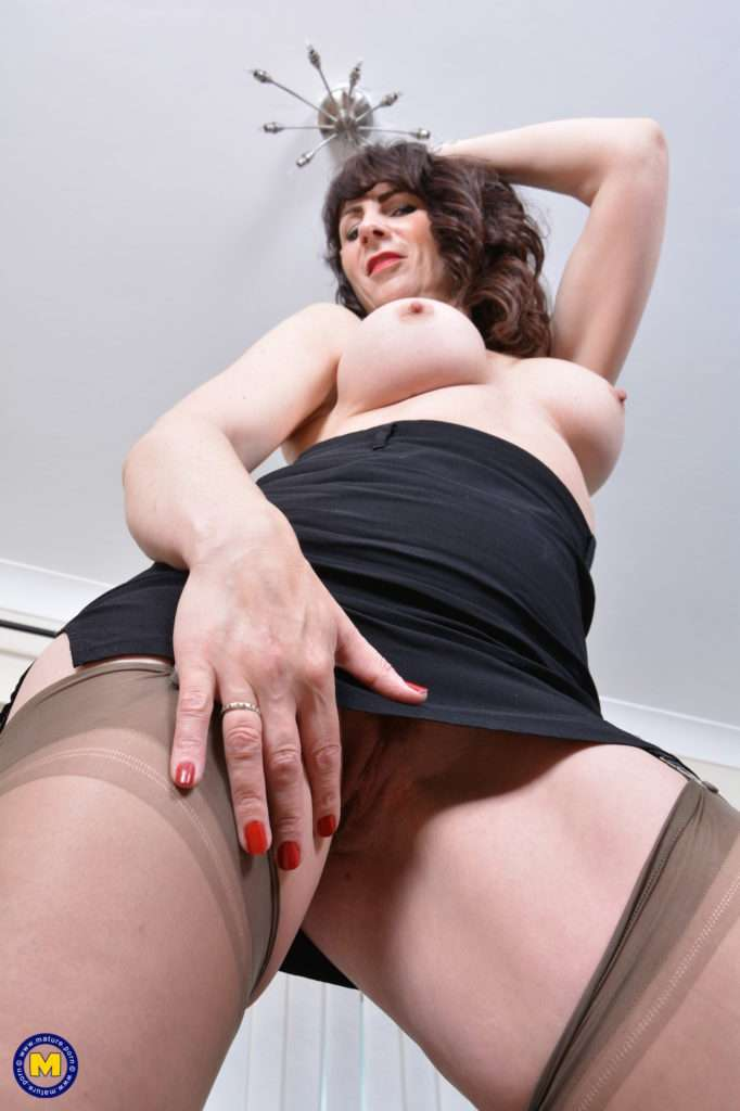 Naughty British Housewife Getting Wet And Wild At Mature.nl