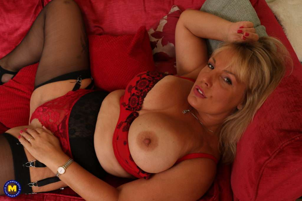 Hot British Housewife Showing Off Her Dirty Mind At Mature.nl