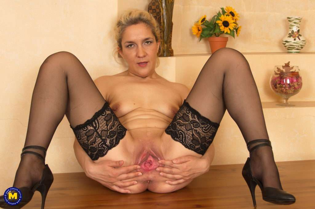 This Housewife Loves A Good Long Dildo At Mature.nl