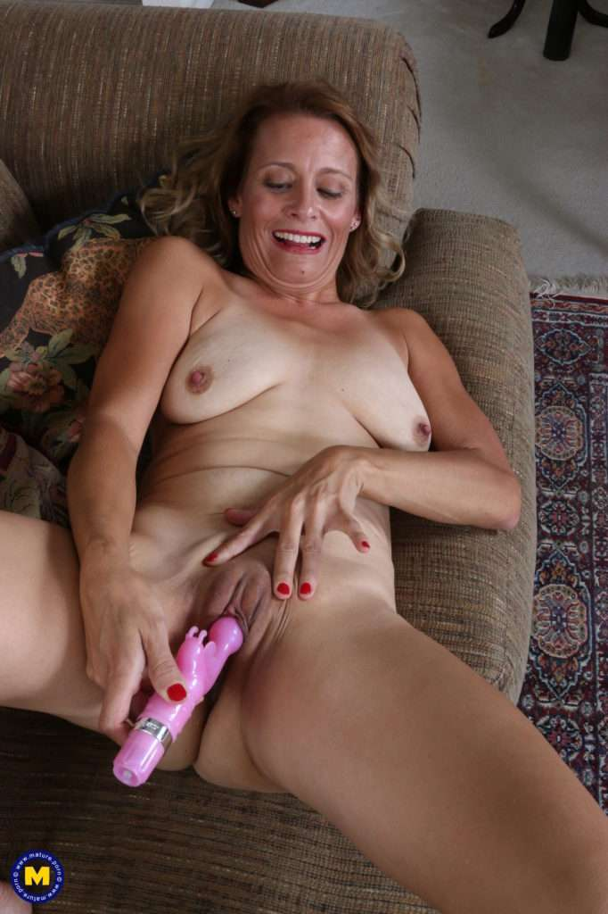 Naughty American Secretary Playing With Her Pussy At Mature.nl